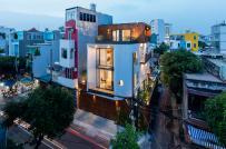 Ngôi nhà phố 3 tầng ở Sài Gòn với cửa vào