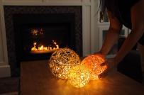 Tự làm đèn lồng mộc mạc, ấm áp trang trí nhà mùa thu đông