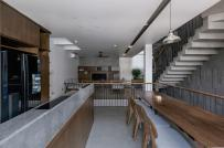 Nhà 4 tầng kết hợp giữa kiến trúc hiện đại và nội thất truyền thống