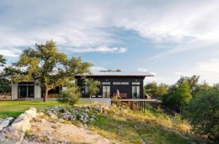 Ngôi nhà nằm cheo leo trên vách đá có nhìn tuyệt đẹp ra thiên nhiên hùng vĩ