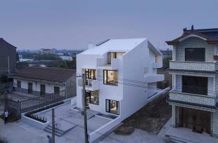 Ngôi nhà màu trắng -