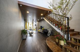 Ghé thăm nhà phố kết hợp văn phòng với 2 luồng giao thông riêng biệt