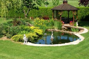 Cách đơn giản để làm mới sân vườn nhà bạn