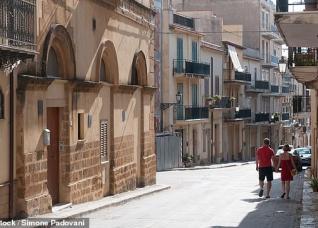 Italy: Rao bán nhà giá 1 Euro để thu hút dân cư