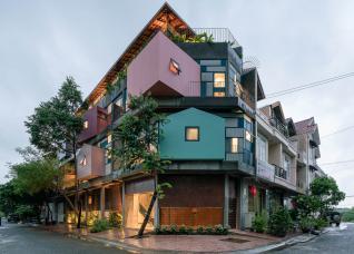 Các khối phòng rực rỡ sắc màu xoay quanh nhà phố Vũng Tàu