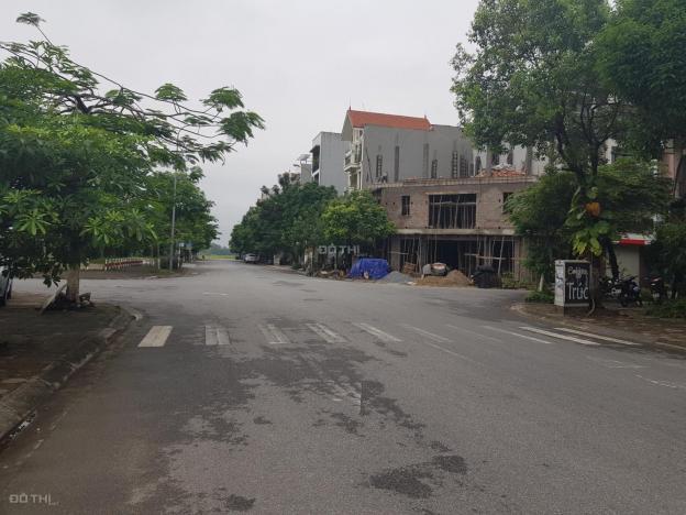 Bán 68m2 đất TĐC Giang Biên, mặt đường 22m, quay mặt nhìn vườn hoa. Giá 70 tr/m2 12696729