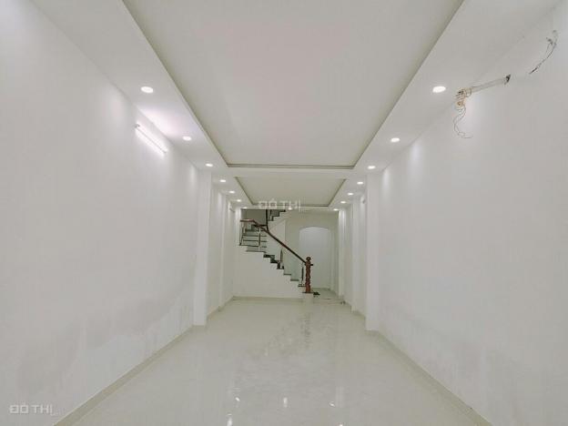Cho thuê nhà MT đường Trần Quang Khải, Q.1. DT: 4.2x20m, 2 lầu, giá 100tr/th, 0906928525 12884344