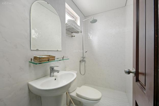 Cần gấp tiền bán nhanh khách sạn đường Trần Bạch Đằng, 8 tầng, 18 phòng, đang kinh doanh tốt 12898727