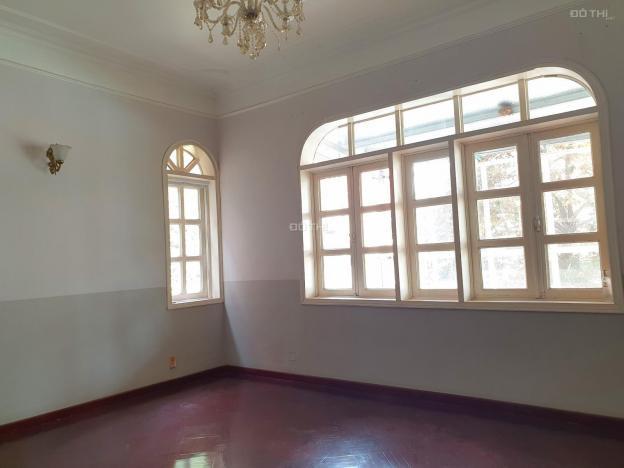 Cho thuê biệt thự 4 tầng rộng 400m2 có sân vườn 50m2 tại Hạ Hồi, Hoàn Kiếm 12947036
