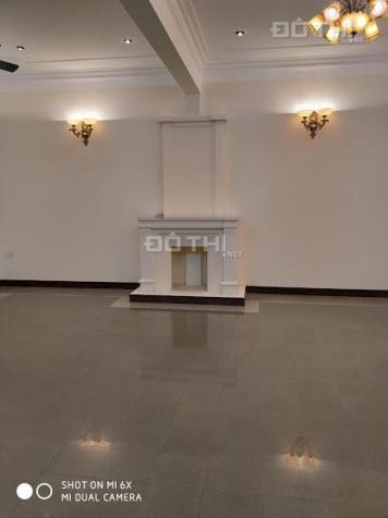 Cần bán gấp toàn bộ khối nhà mặt phố Lò Đúc, sổ đỏ 303m2, mặt tiền 8,5m, giá 110 tỷ có thương lượng 13038148