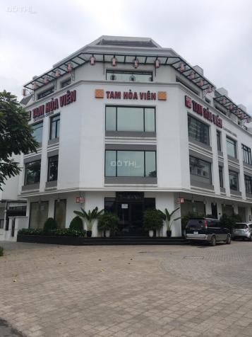 Cho thuê nhà biệt thự A10 Nguyễn Chánh. DT 110m2, 5 tầng, MT 15m, lô góc, giá 65tr/th 13389905