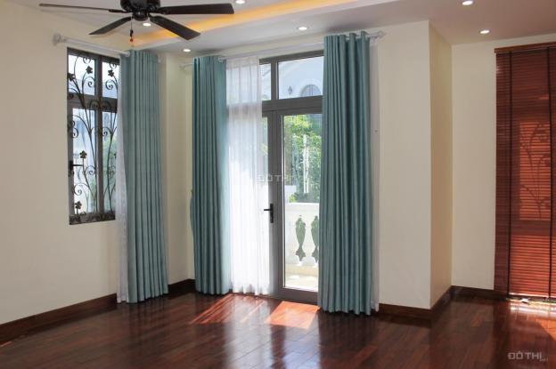 Cho thuê biệt thự có thang máy không đồ tại Vinhomes The Harmony 13398033