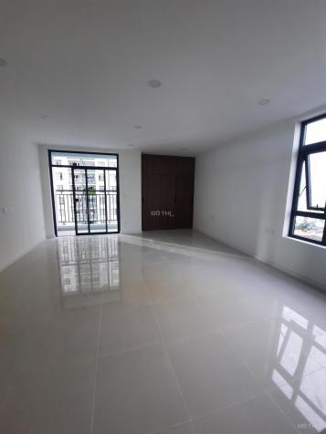 Cho thuê căn studio 32m2, có ban công riêng, giá 6.5 triệu/tháng, bao phí quản lý 1 năm 13400714