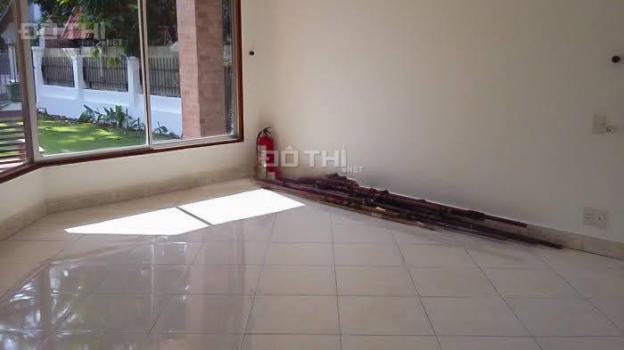 Cho thuê biệt thự Thảo Điền khu compound villa Nguyễn Văn Hưởng, gồm 4 phòng ngủ, sân vườn rộng 13490235