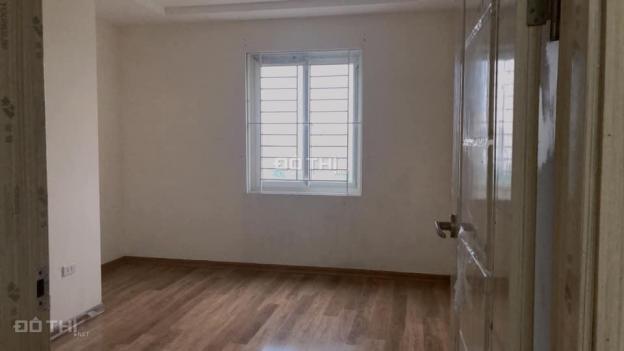 Cho thuê căn hộ đồ cơ bản KĐT Việt Hưng, Long Biên, 75m2, 2 PN 2 WC, giá: 5 triệu/ tháng 13490388