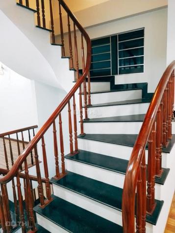 Cho thuê nhà 5 tầng Ngọc Thụy, Long Biên, 60m2/sàn, giá: 11,5 triệu/tháng, LH: 0984.373.362 13580176