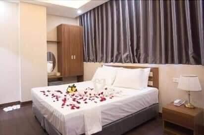 Phố Trần Quốc Hoàn TT Cầu Giấy, khách sạn 8 tầng lô góc 3 thoáng, 350tr tháng, ô tô vòng quanh 13585297