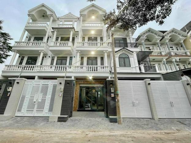 Bán nhà phố 3 lầu thị trấn Nhà Bè, diện tích 68m2, giá chỉ 5 tỷ 300 triệu 13603189