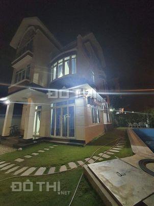 Bán biệt thự villa lô góc, Phước Long B, Quận 9. DTXD 382m2 giá 25 tỷ 13640615