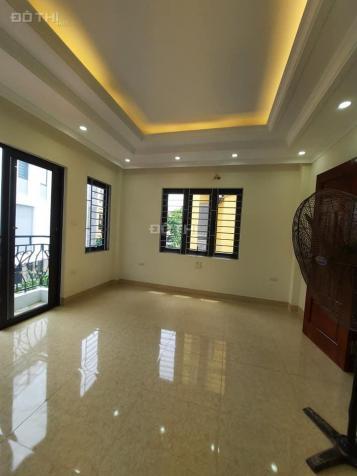Nhỉnh 2 tỷ, nhà mới 5 tầng 3PN, lô góc tại phường Thượng Thanh, quận Long Biên 13720489