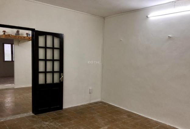 Cho thuê nhà tập thể E6 Thành Công - Ba Đình, 50m2, 2PN, có điều hòa, T5, 4.5tr/th 13736176